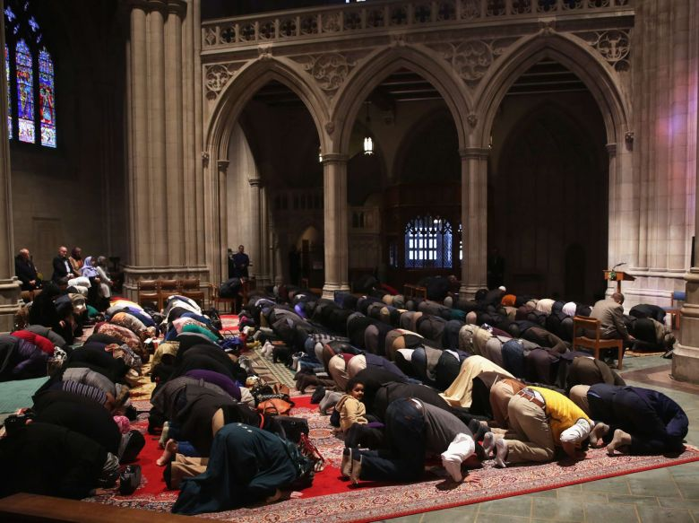 Muslim prayer in American cathedral